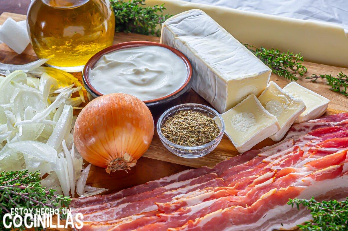 Ingredientes hojaldre de bacon y queso con cebolla