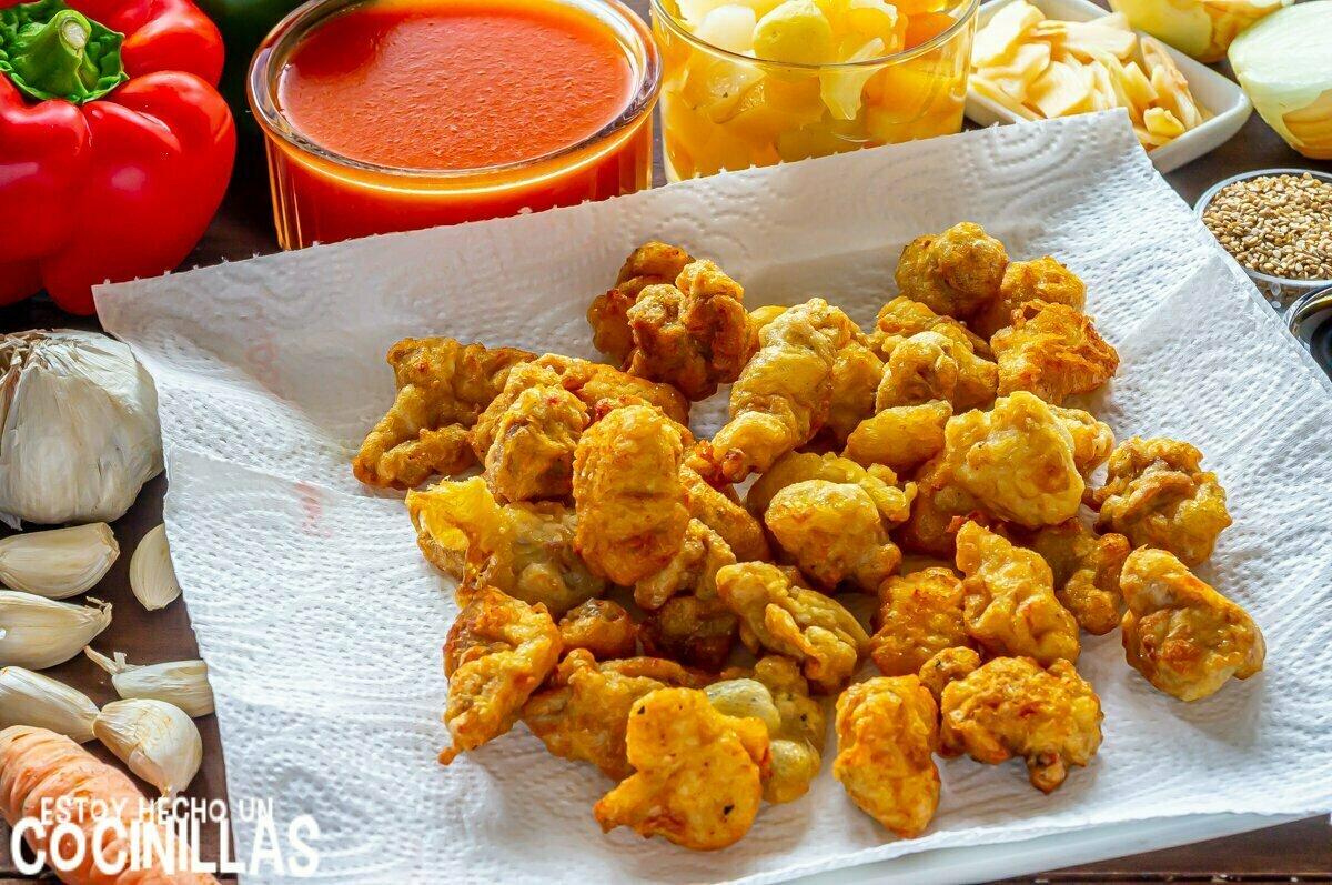 Pollo frito para la salsa agridulce