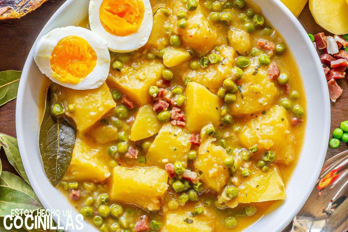 Receta de guiso de patatas con guisantes y jamón