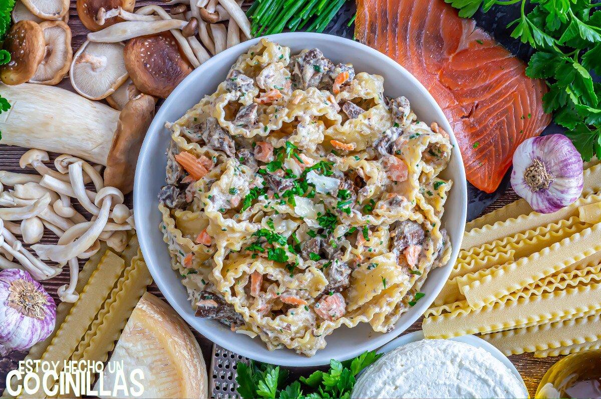 Receta de pasta con salmón ahumado y setas o champiñones