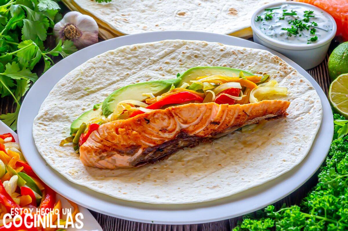 Cómo hacer burritos de salmón y verduras