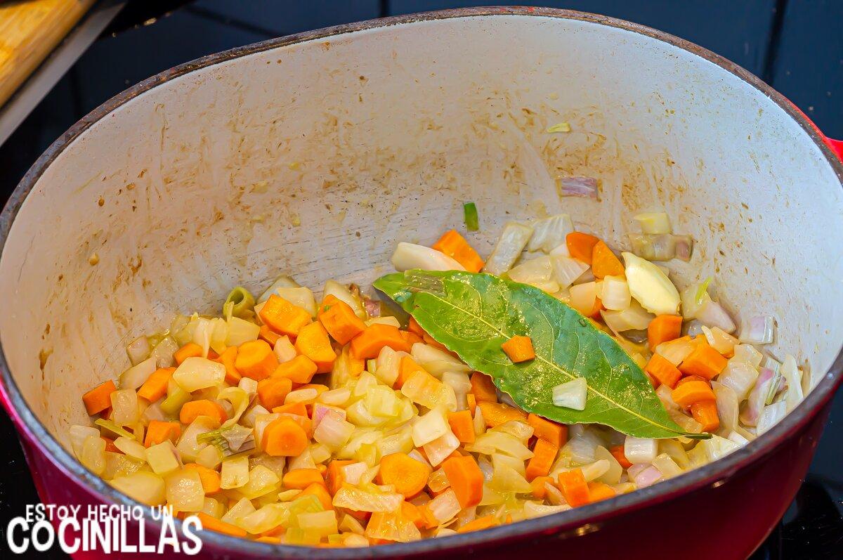 Guiso de pavo con zanahorias (sofrito)