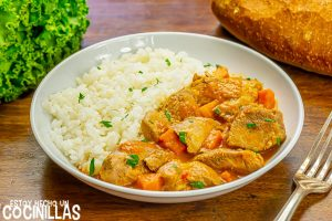 Guiso de pavo con zanahorias y arroz