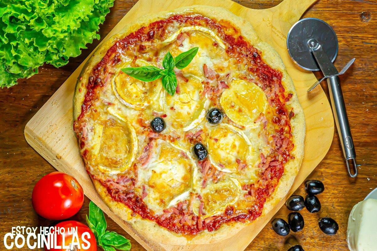 Receta de pizza casera de bacon y queso de cabra