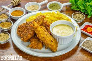 Tiras de pollo estilo Kentucky con rebozado crujiente y mezcla de especias